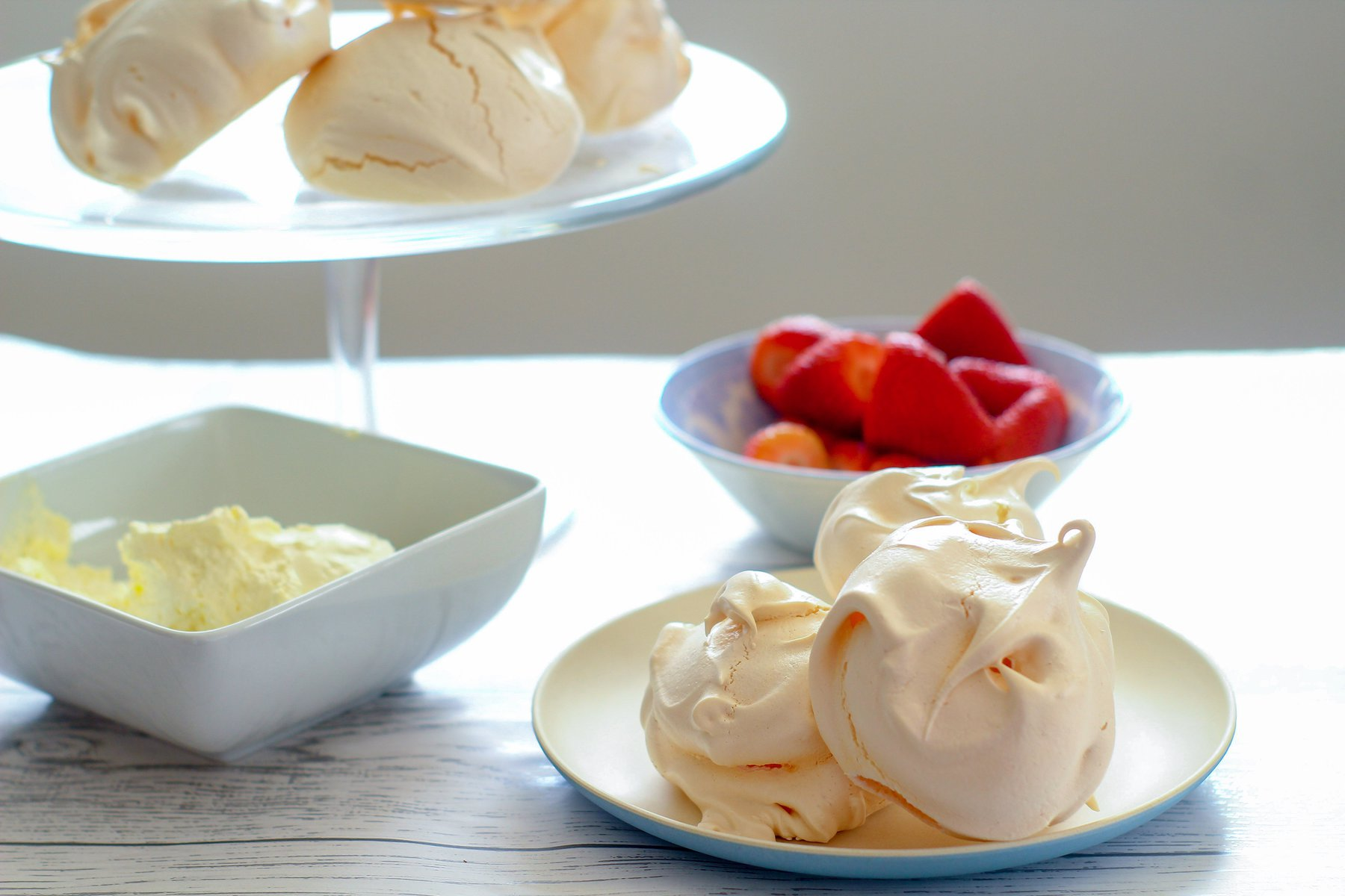 meringues, strawberries and cream